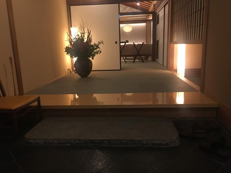 界箱根の食堂の入り口もキレイ