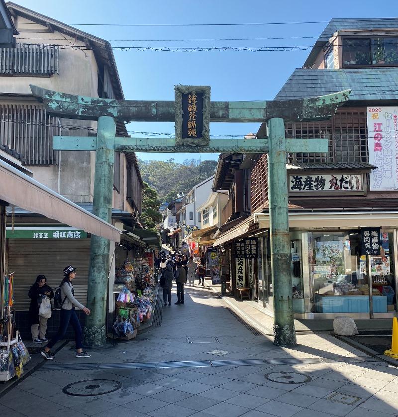 ➅弁天橋を渡ると、商店街!