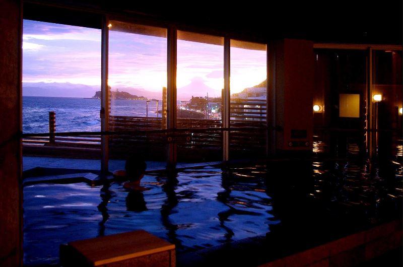 稲村ケ崎温泉からの江ノ島の眺めは格別!絶対に行くべし!