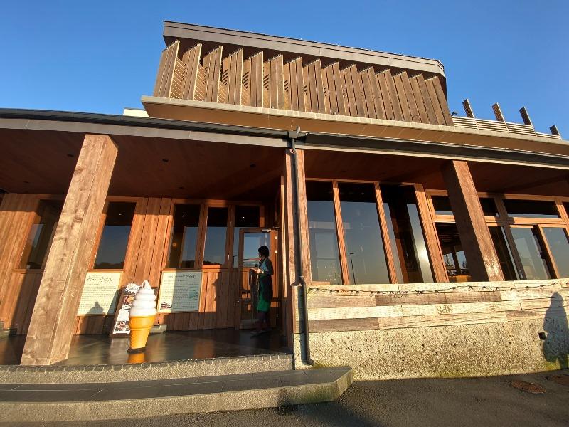 112_稲村ケ崎温泉の正面