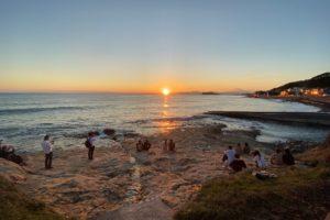 116_すぐそばの海岸で夕日を眺めるスポットを発見